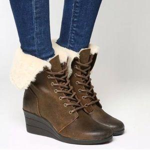 NIB UGG Zea Suede Women's Ankle boots